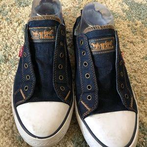 Levi's women's tennis shoes size 10